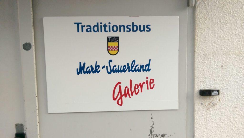 Schild: Traditionsbus Mark-Sauerland Galerie